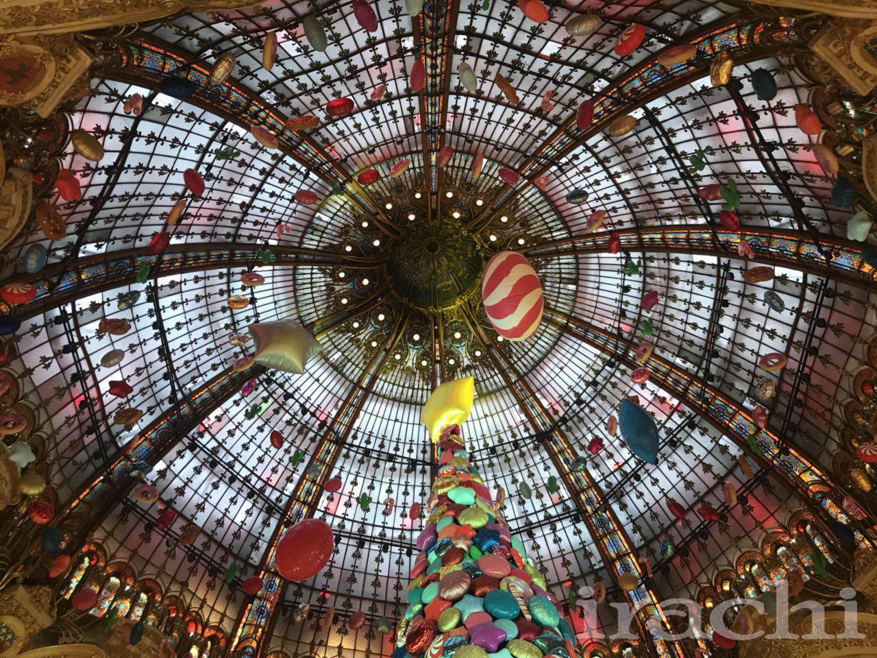 تزیین کریسمسی گنبد شیشه ای پاریس