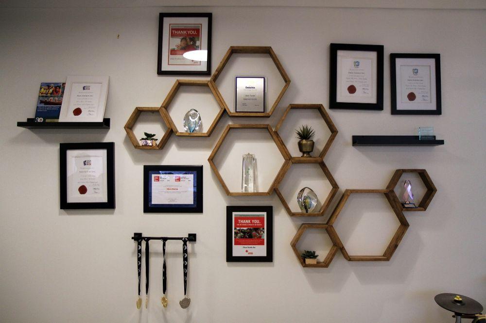 نکاتی برای تزئین دیوار با قطعه های هنری