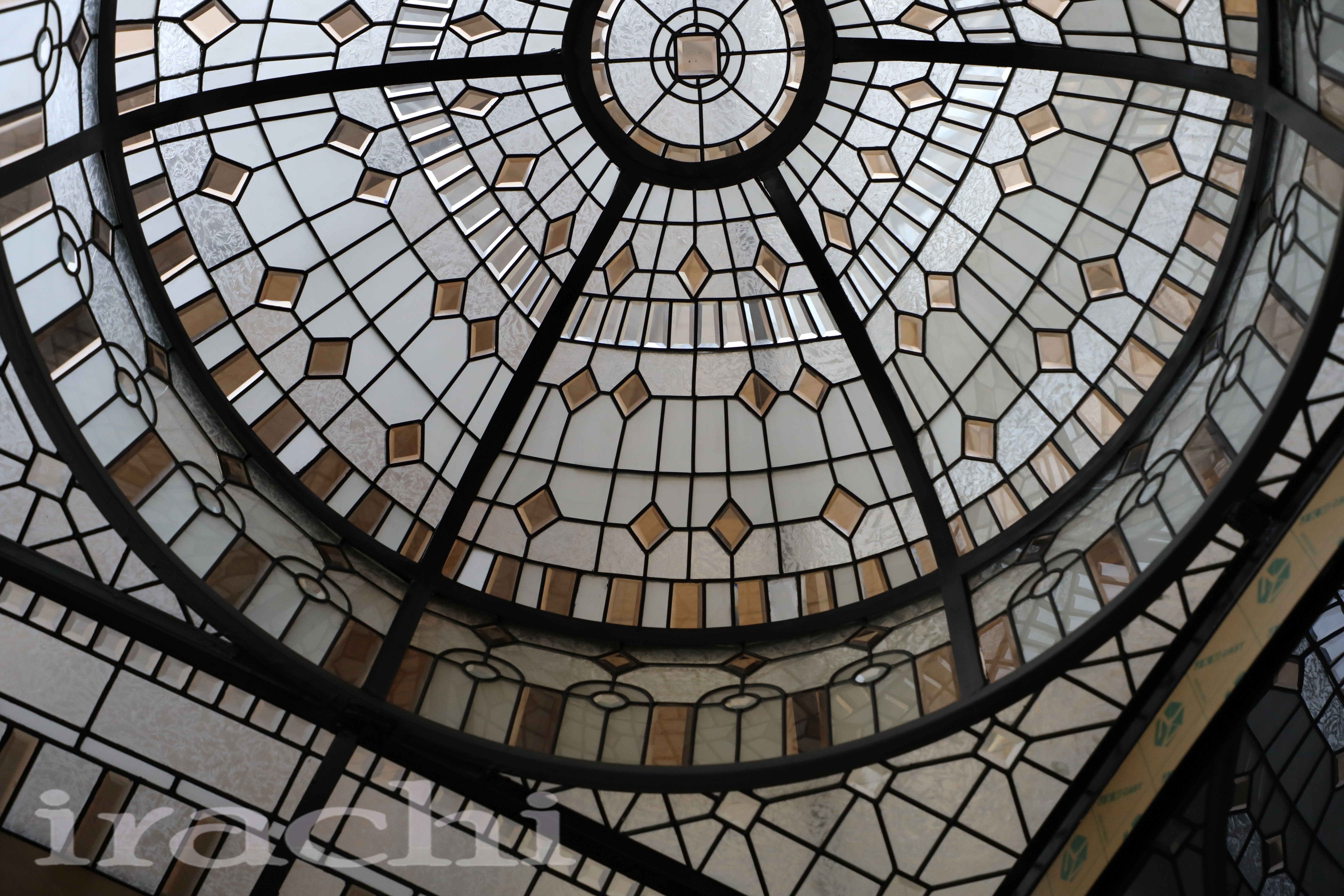 گنبد شیشه ای استین گلاس در نارنجستان پاسداران